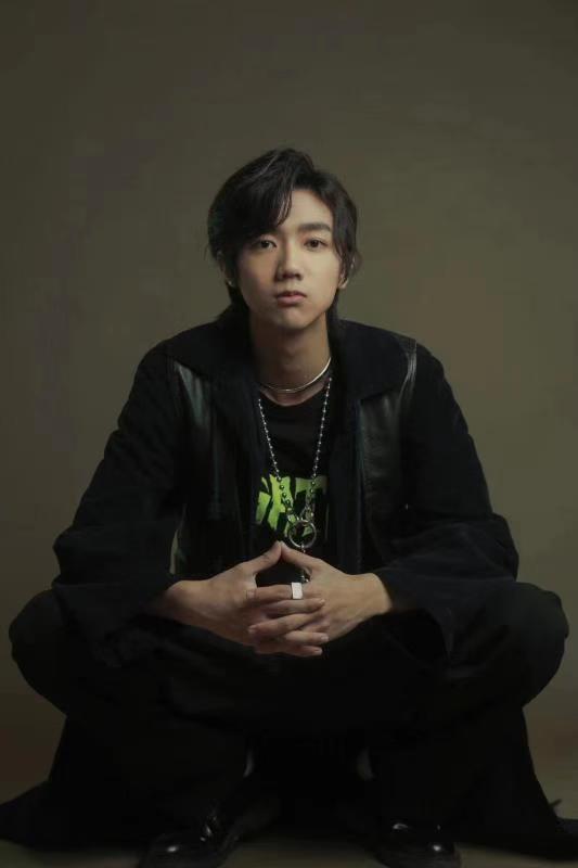 孟子坤献唱网剧《心宅猎人》插曲 动情演绎《悲欢游戏》